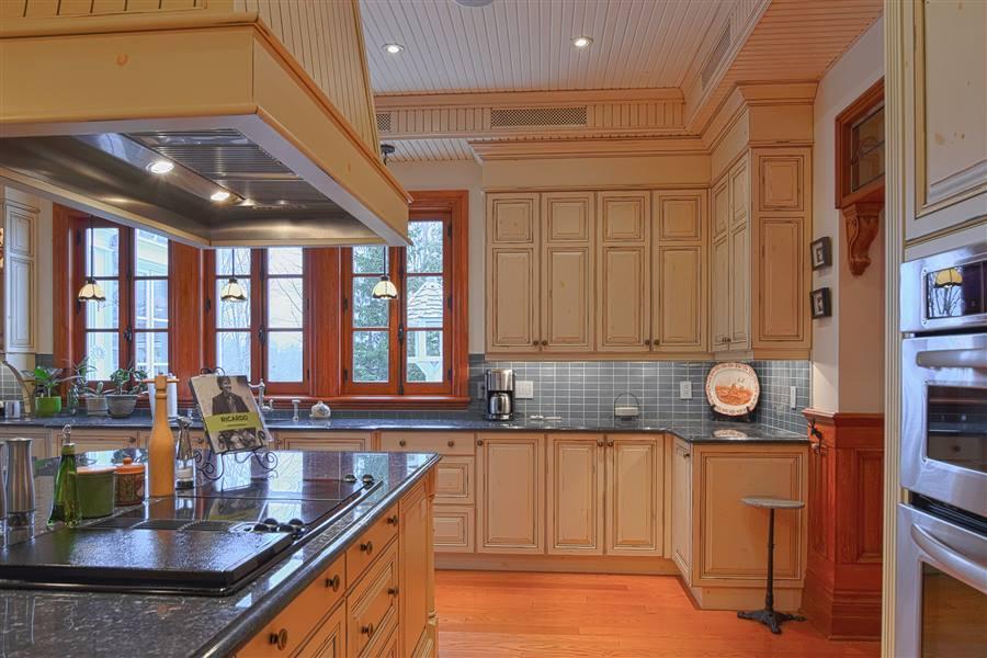 armoires de cuisine cr ations folie bois rive sud. Black Bedroom Furniture Sets. Home Design Ideas
