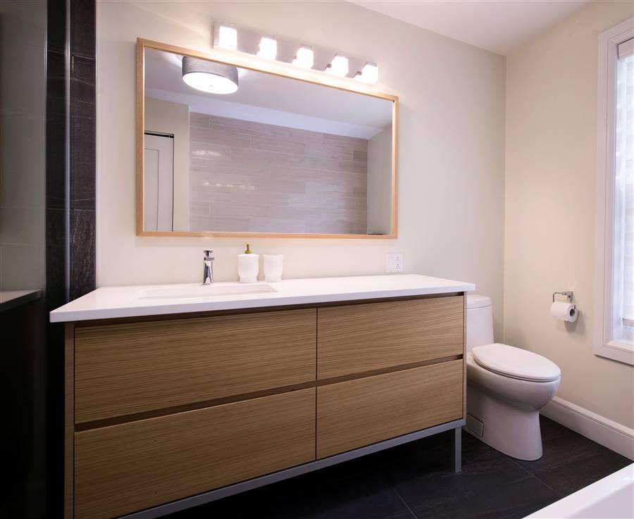 Salles de bain cr ations folie bois rive sud salles for Salle de montre salle de bain